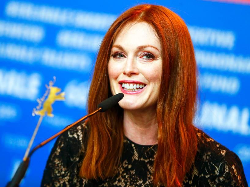 Atriz Julianne Moore, em coletiva de imprensa, para promover o filme O plano de Maggie, no Festival de Cinema de Berlim, na Alemanha, nesta segunda-feira (15)