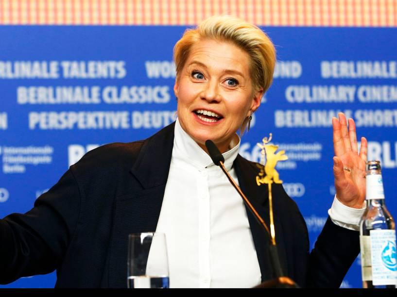 Atriz Trine Dyrholm, em entrevista coletiva, para promover o filme The Commune, no Festival Internacional de Cinema, em Berlim, na Alemanha, nesta quarta-feira (17)