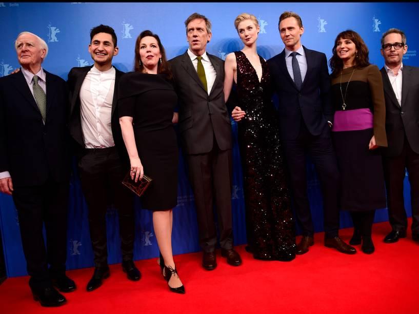 Elenco do filme The Night Manager, no tapete vermelho do Festival Internacional de Cinema, em Berlim, na Alemanha, nesta quinta-feira (18)