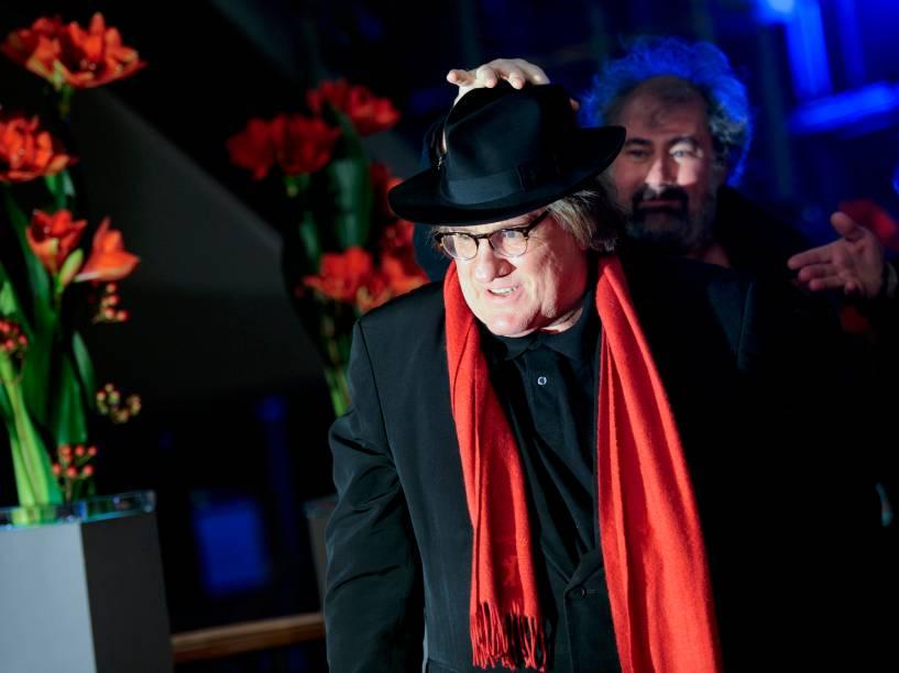 Ator Gerard Depardieu chega para a exibição do filme Saint Amour, no Festival Internacional de Cinema, em Berlim, na Alemanha, nesta sexta-feira (19)