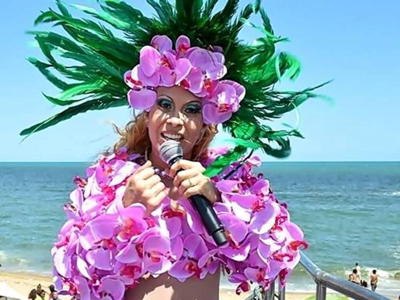 Durante o Carnaval de Olinda, em 2015, Joelma assaltou um orquidário e utilizou as flores para um top improvisado e uma coroa — que deixa no chinelo as garotas que tentam seguir a atual modinha de plantas na cabeça.