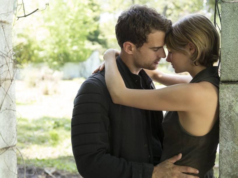 Tris (Shailene Woodley) e Quatro (Theo James) no filme Série Divergente: Convergente