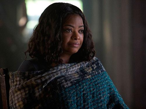 Johanna (Octavia Spencer) no filme Série Divergente: Convergente