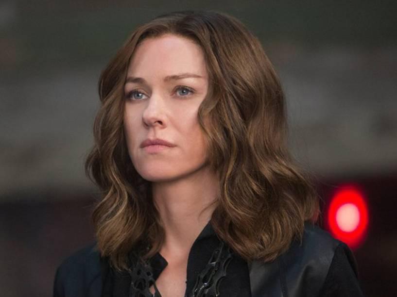 Evelyn (Naomi Watts) no filme Série Divergente: Convergente
