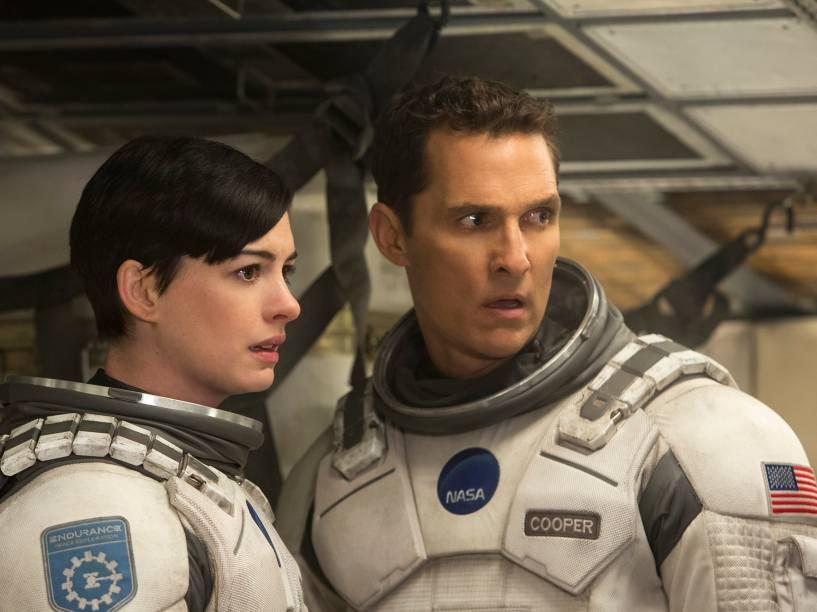 <p>Matthew McConaghey e Anna Hathaway vivem os personagens Cooper e Brand, no longa Interestelar</p>