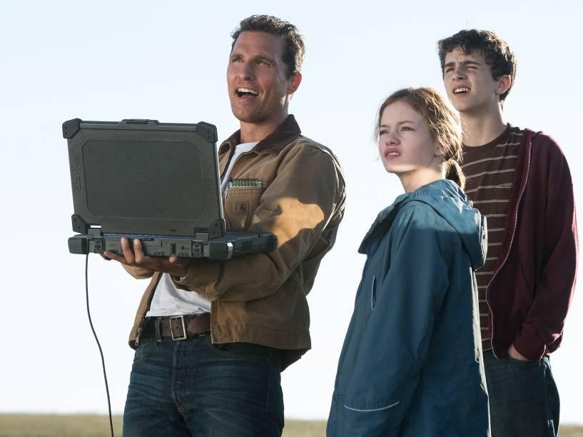 <p>Cena do filme interestelar, do diretor Christopher Nolan, com os atores Matthew McConaghey, Anna Hathaway e Jessica Chastain</p>