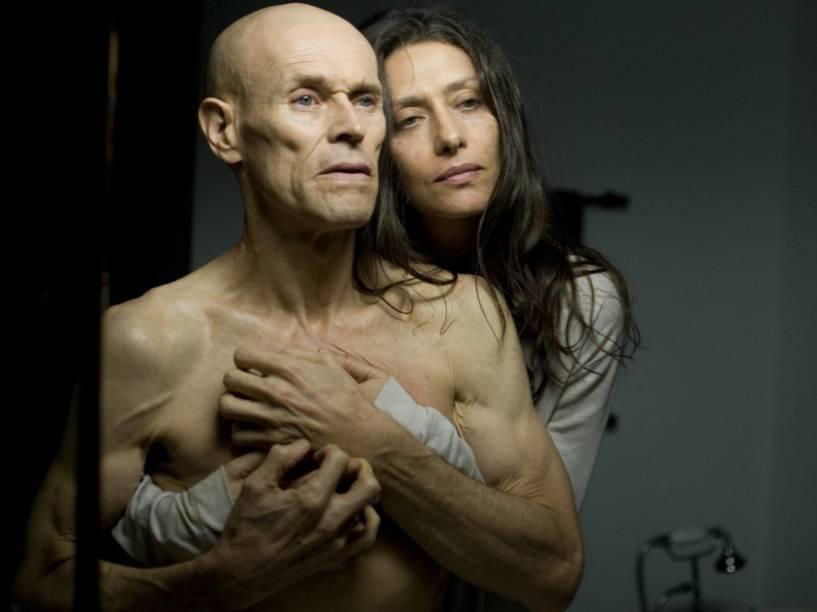 Diego Fairman (Willem Dafoe), e Livia Monteiro (Maria Fernanda Cândido), no filme Meu Amigo Hindu