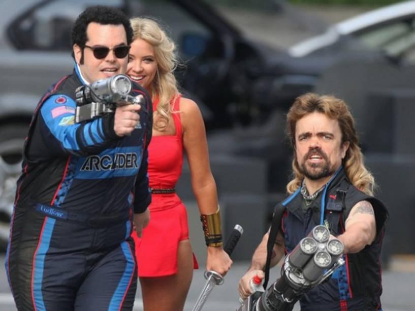 Josh Gad, Peter Dinklage e Ashley Benson no filme Pixels