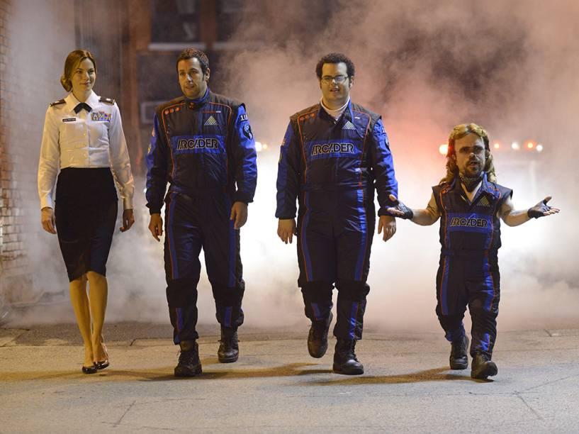 Michelle Monaghan, Adam Sandler, Josh Gad e Peter Dinklage no filme Pixels