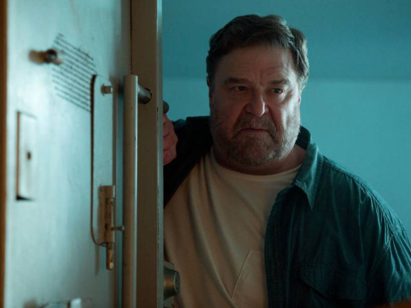 Howard (John Goodman) em cena do filme Rua Cloverfield, 10