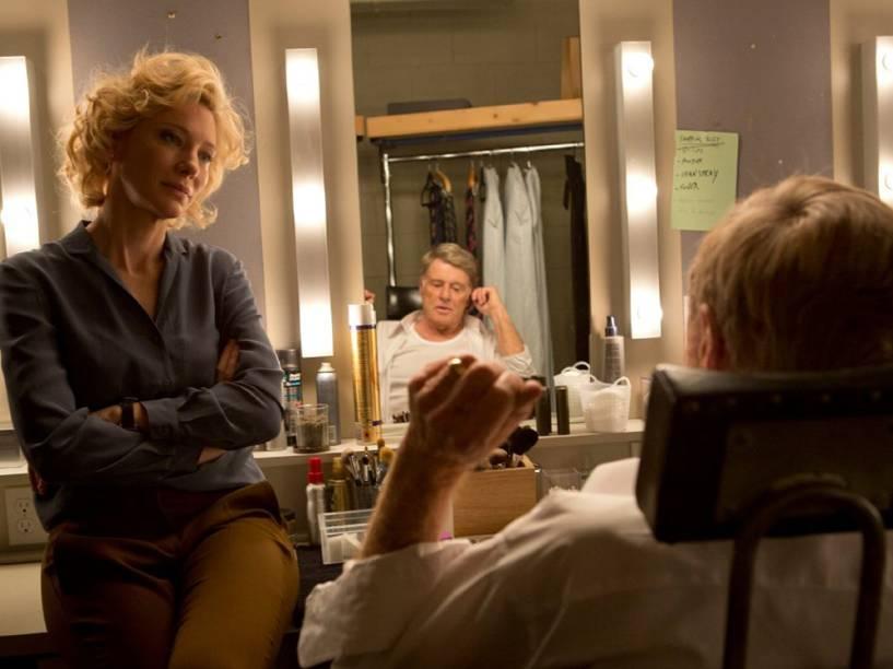 Mary Mapes (Cate Blanchet) e Dan Rather (Robert Redford) no filme Conspiração e Poder
