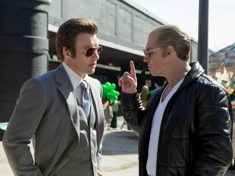 Joel Edgerton e Johnny Depp em cena do filme Aliança do Crime