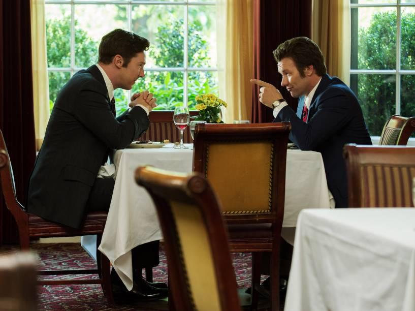 Benedict Cumberbatch e Joel Edgerton em cena do filme Aliança do Crime