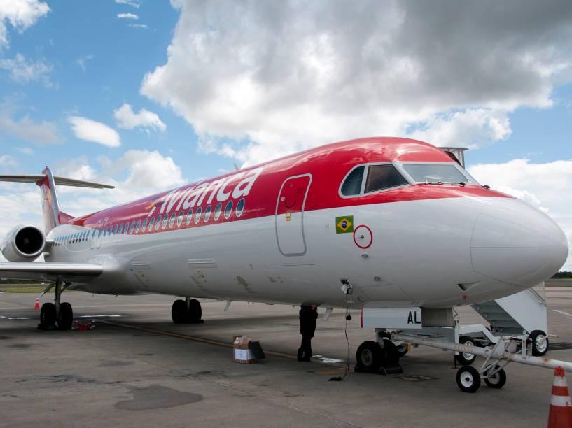 O Fokker 100 da Avianca tem apenas uma porta, na frente da aeronave
