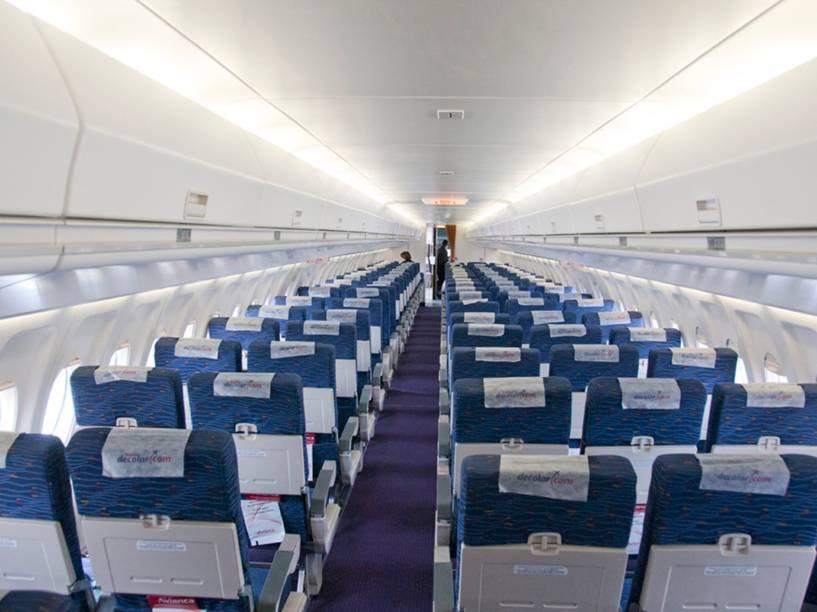 Interior de um Fokker 100 da Avianca, que tem capacidade de até 100 passageiros