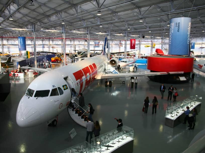 O museu da TAM em São Carlos tem um Fokker 100 em exposição aos visitantes