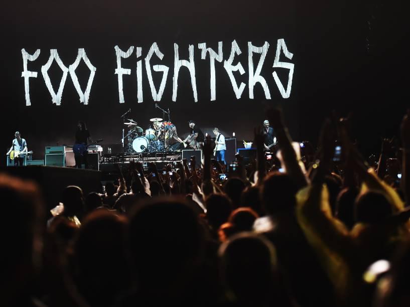 """A banda americana de rock alternativo Foo Fighters durante a turnê de seu oitavo disco, """"Sonic Highway"""", no estádio do Morumbi, Zona sul da capital paulista, na noite desta sexta-feira (23). O grupo formado por Dave Grohl, Pat Smear, Chris Shiflett, Nate Mendel e Taylor Hawkins está pela terceira vez no país, a primeira fora de festivais"""