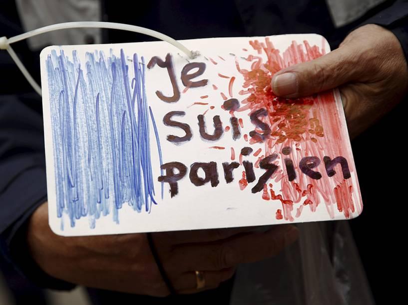 Manifestações na Polônia em homenagem às vítimas do atentado em Paris