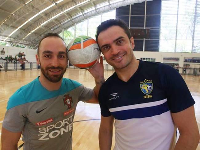 Português Ricardinho e brasileiro Falcão durante treino em Fortaleza