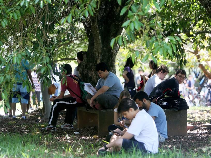 Movimentação de candidatos na Cidade Universitária durante a primeira fase da Fuvest 2015