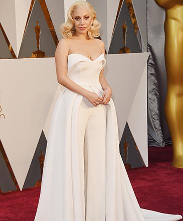 Lady Gaga antes do início do Oscar 2016 no Teatro Dolby, em Los Angeles, com seu vestido Brandon Maxwell