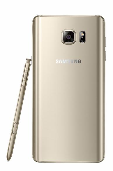 O Galaxy Note 5 trocou o plástico, das versões anteriores, pelo vidro na parte traseira e por um acabamento de metal