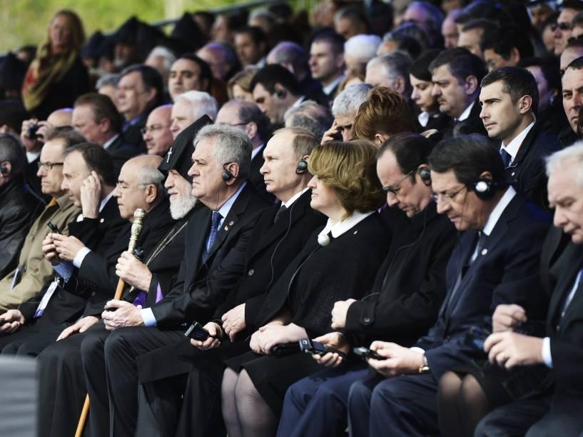 Líderes mundiais, entre eles o presidente russo, Vladimir Putin, e o presidente francês, François Hollande, participam de homenagem às vítimas do genocídio armênio nesta sexta-feira (24) em Yerevan