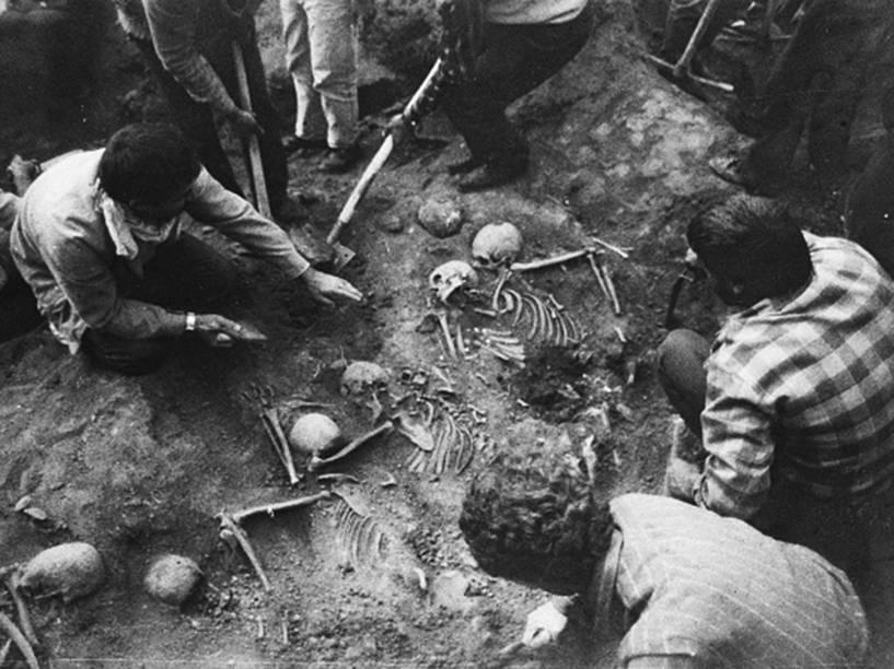 Restos mortais das vítimas do genocídio armênio encontrados durante escavações