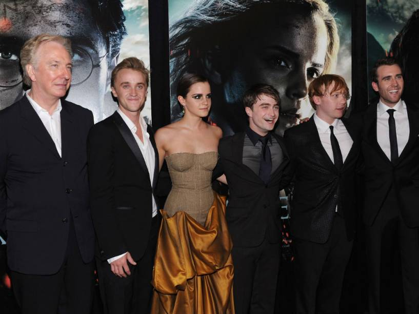 Alan Rickman e elenco de Harry Potter na prémiere do filme Harry Potter e as Relíquias da Morte: Parte 2, em 2011