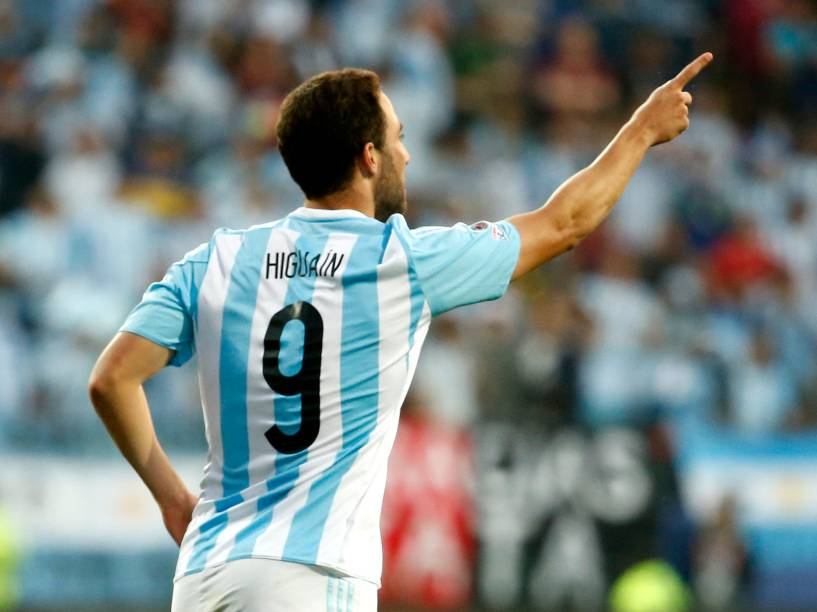 Higuain comemora gol durante jogo entre Argentina e Jamaica realizada no Estadio Sausalito, Viña Del Mar, pelo Grupo B da Copa América