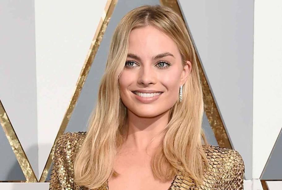 Margot Robbie usou um vestido Tom Ford dourado para ir ao Oscar 2016