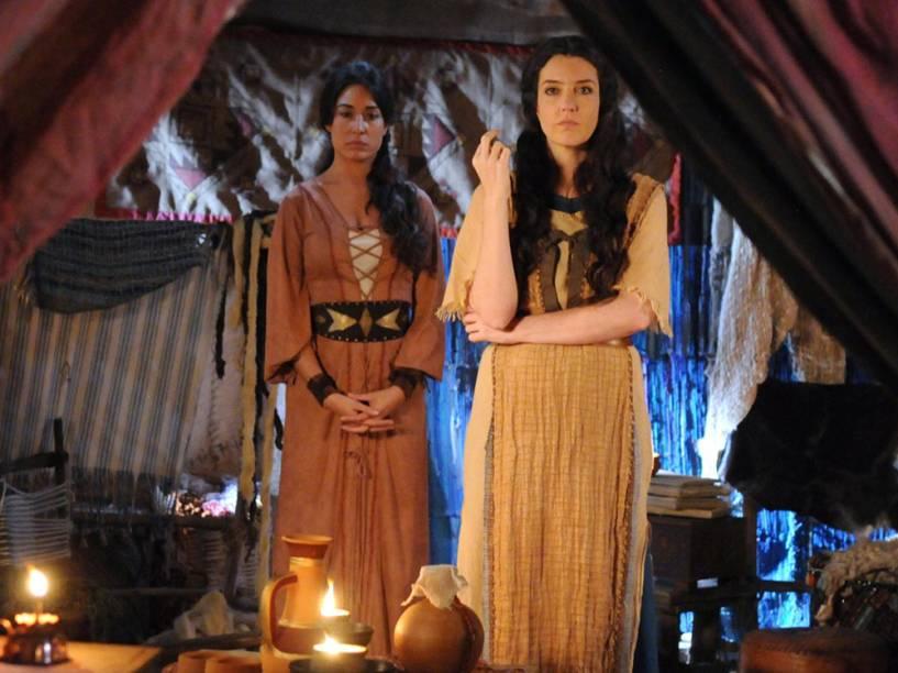 Zípora (Gisele Itié) e Mirian (Larissa Maciel) em cenas da segunda temporada de Os Dez Mandamentos, telenovela da Record