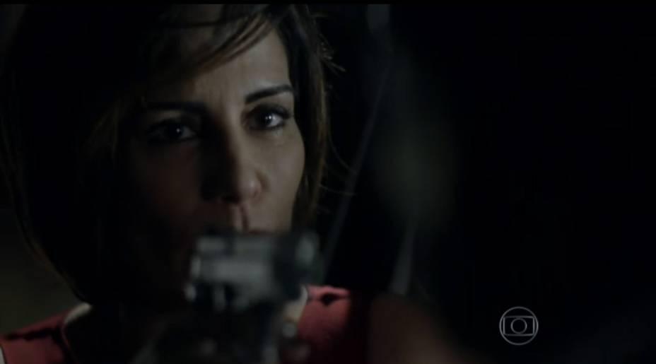 Beatriz (Gloria Pires) mata o amante, o motorista Cristóvão (Val Perré), no primeiro capítulo de Babilônia