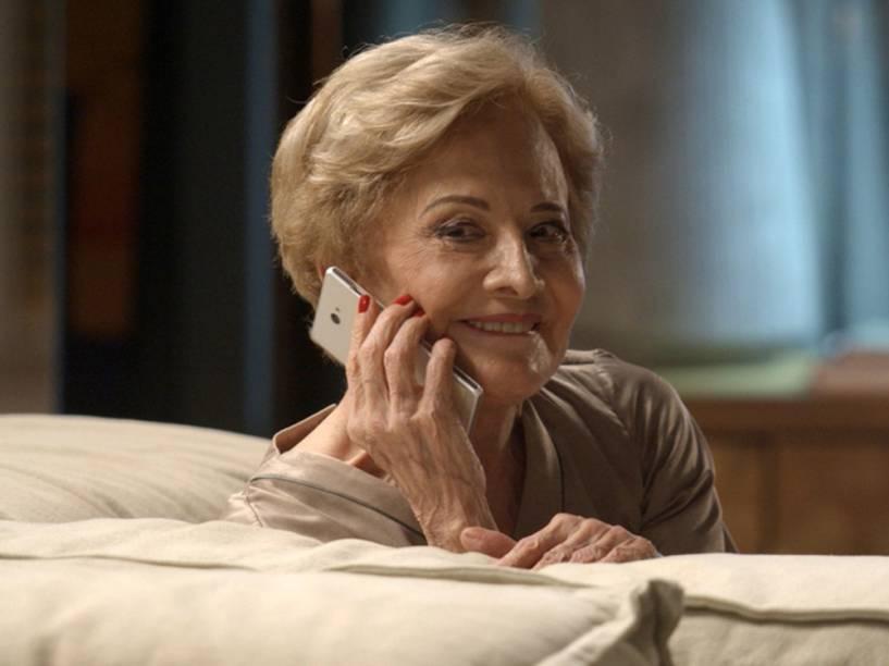 Gloria Menezes interpreta Stelinha em Totalmente Demais