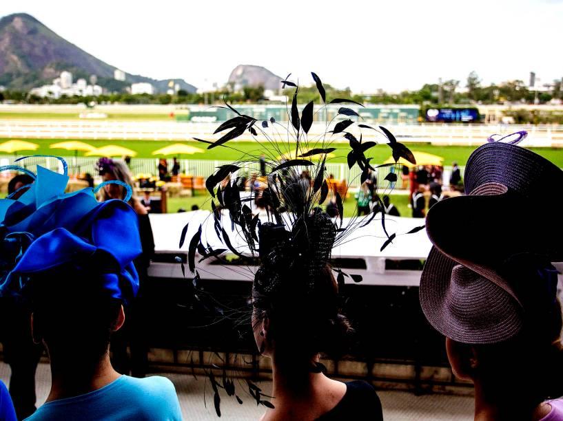 Chapéus chamam atenção durante 83º edição do Grande Prêmio Brasil, realizado no Rio de Janeiro