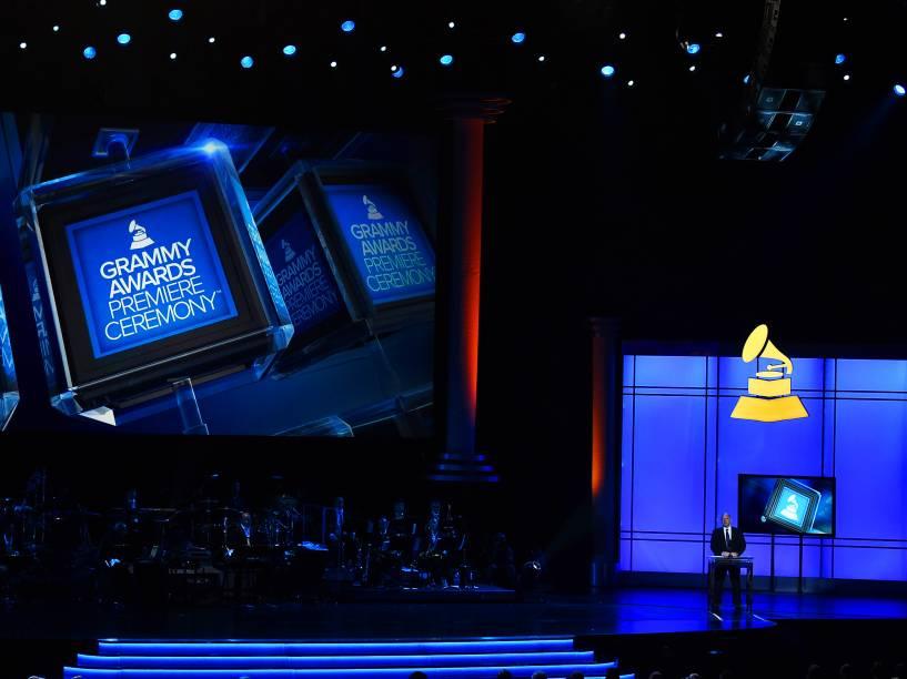 John Poppo discursa no palco durante a premiação do Grammy Awards, em Los Angeles, nos Estados Unidos,  na noite desta segunda (15)