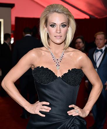 Cantora Carrie Underwood, vencedora do programa American Idol, durante a 58ª edição do Grammy, premiação que elege os melhores da música internacional, que acontece nesta segunda-feira (15)