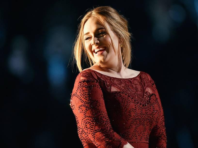 Adele na 58ª edição do Grammy, premiação que elege os melhores da música internacional, que acontece nesta segunda-feira (15)