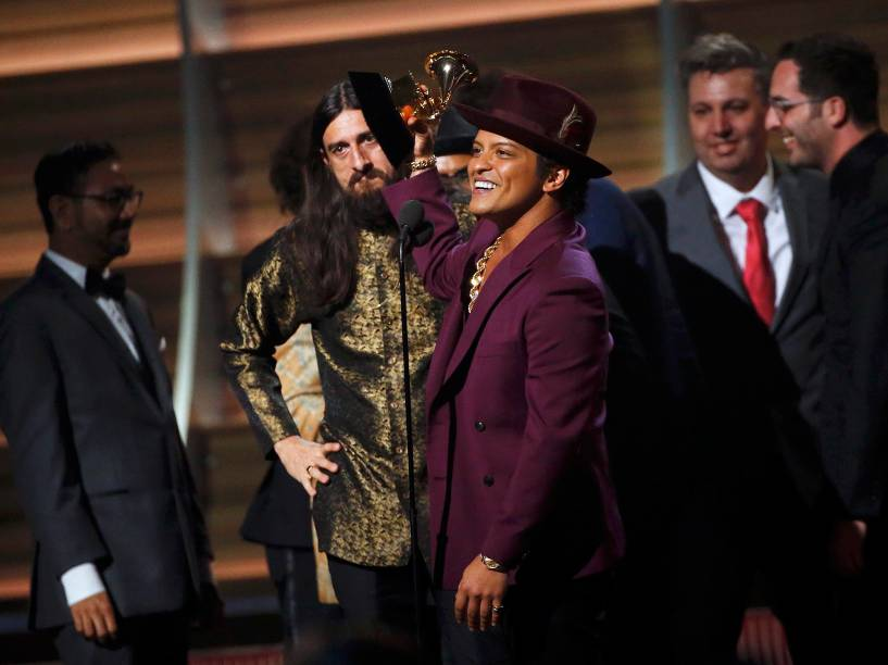 Uptown Funk e bruno mars durante a 58ª edição do Grammy, premiação que elege os melhores da música internacional, que acontece nesta segunda-feira (15)