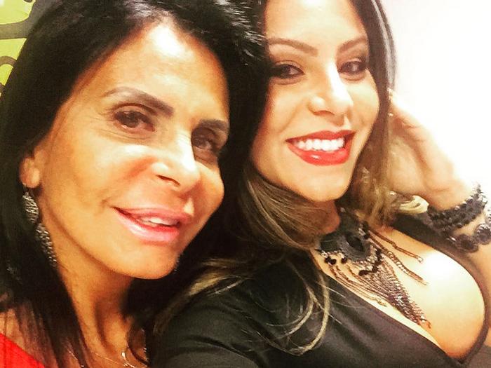 A assistente de palco do Legendários Andressa Ferreira e a sogra, Gretchen