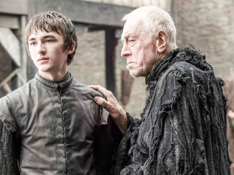 Isaac Hempstead-Wright (Bran Stark) e Max von Sydow (Corvo de Três Olhos), em cena da sexta temporada da série Game of Thrones