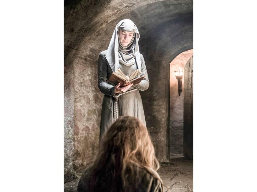 Natalie Dormer (Margaery Tyrell) e Hannah Waddingham (Septa Unella), em cena da sexta temporada da série Game Of Thrones