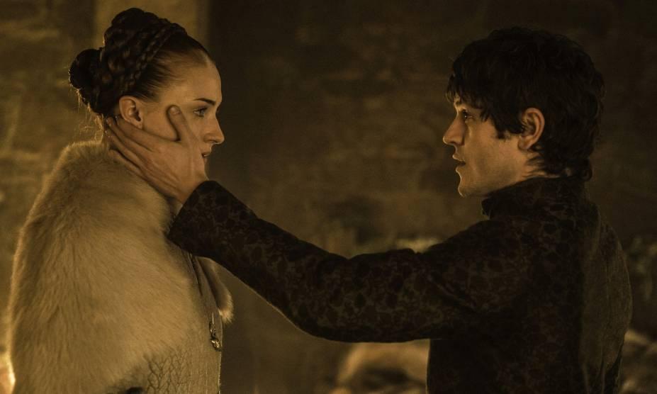 Os atores Sophie Turner (Sansa Stark) e Iwan Rheon (Ramsay Bolton), os protagonistas da cena de estupro na série Game of Thrones