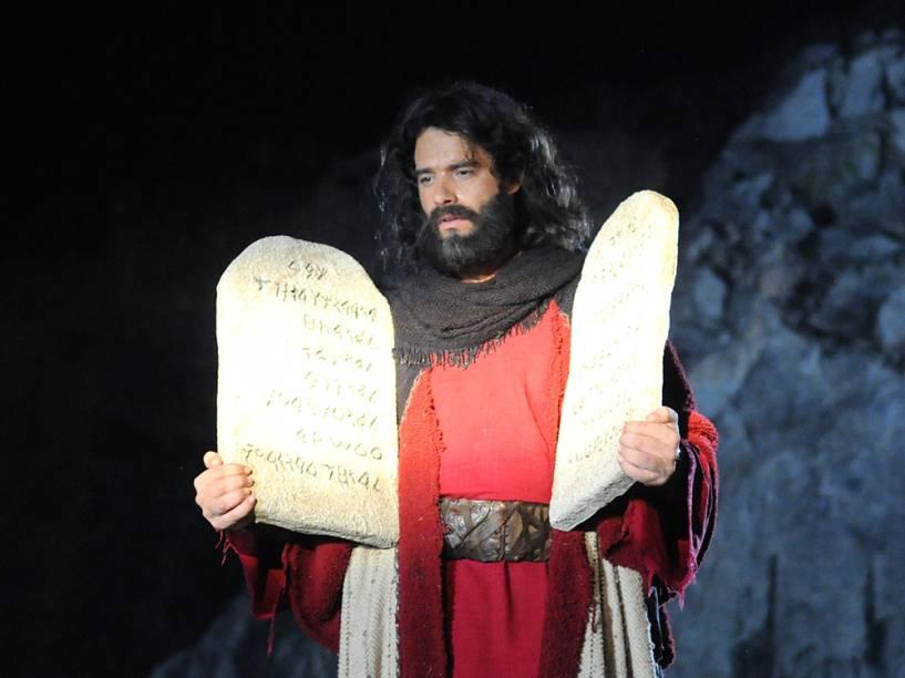 Moisés (Guilherme Winter) em cenas da segunda temporada de Os Dez Mandamentos, telenovela da Record