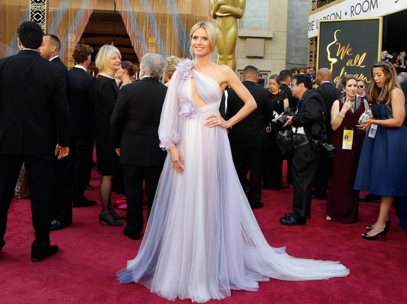 Heidi Klum em seu vestido Marchesa antes do início do Oscar 2016 no Teatro Dolby, em Los Angeles