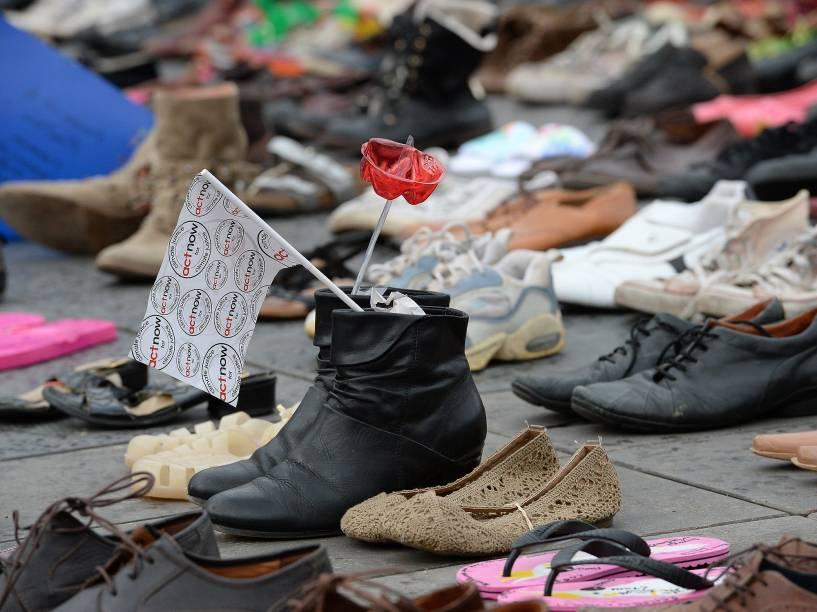Cerca de 20 mil pares de sapatos foram colocados na Praça da República, na capital francesa, para marcar a ausência de manifestantes depois dos ataques do Estado Islâmico que matou 130 pessoas no dia 13 de novembro