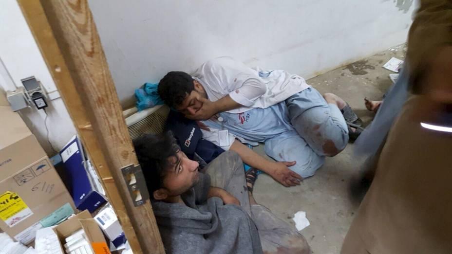 Médicos da MSF são atendidos após ataque a hospital da organização