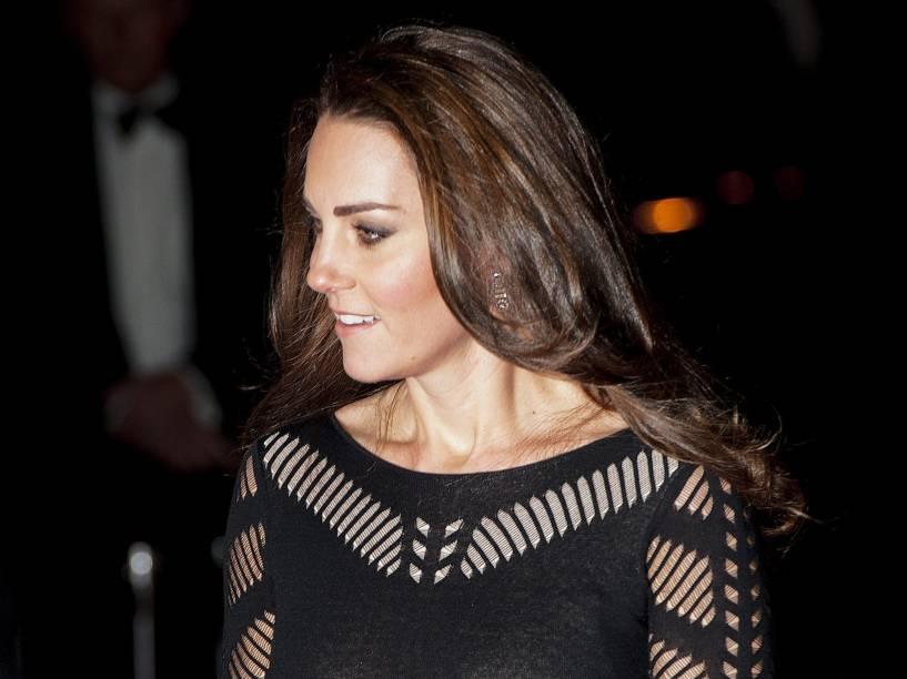 A duquesa de Cambridge, Kate Middleton, grávida do segundo filho com o Príncipe William, da Inglaterra, chega em um restaurante de Londres, no Reino Unido, para um jantar de caridade em nome da ONG Acção em Addiction