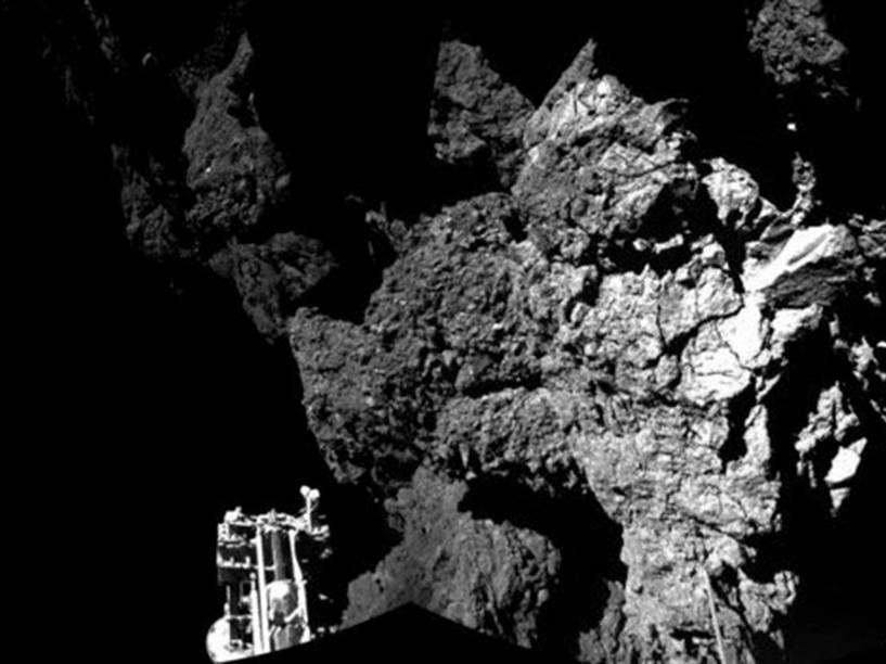 Fotografia feitapelo robô Philae mostra um de seus pés no local de pouso na superfície do cometa 67P/Churyumov-Gerasimenko