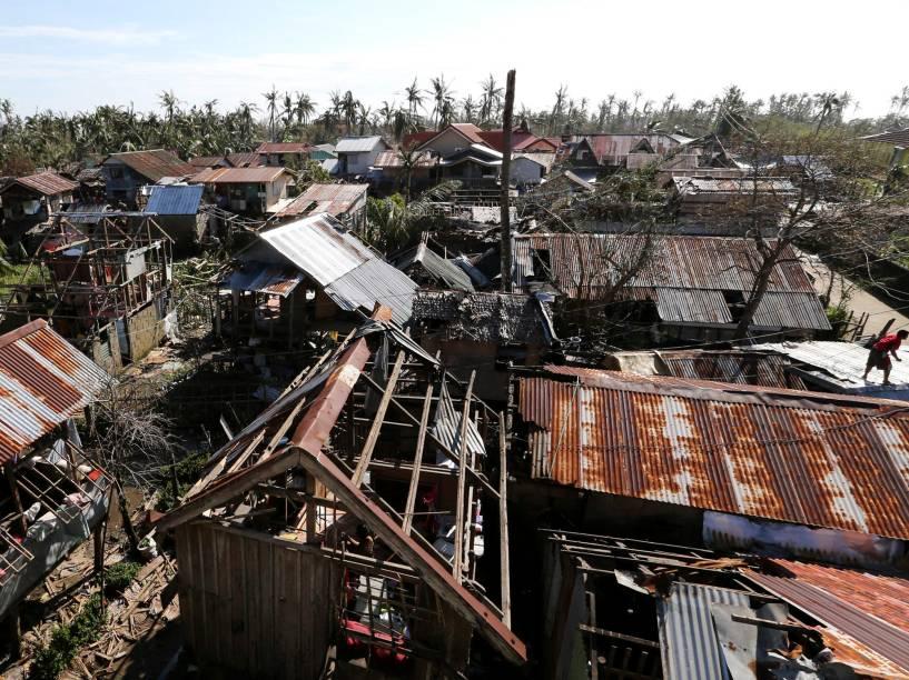 Casas destruídas pelo tufão Hagupit em Manila, nas Filipinas